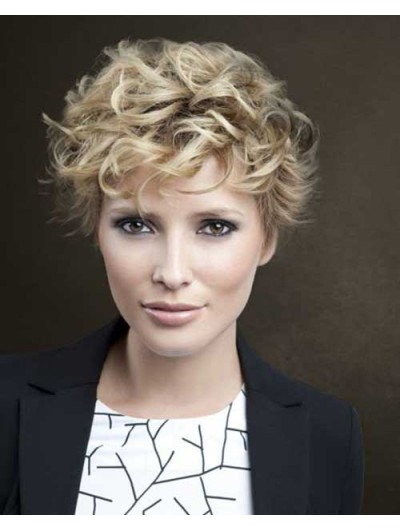 Short Wavy Hairstyle Layered Blonde Wig